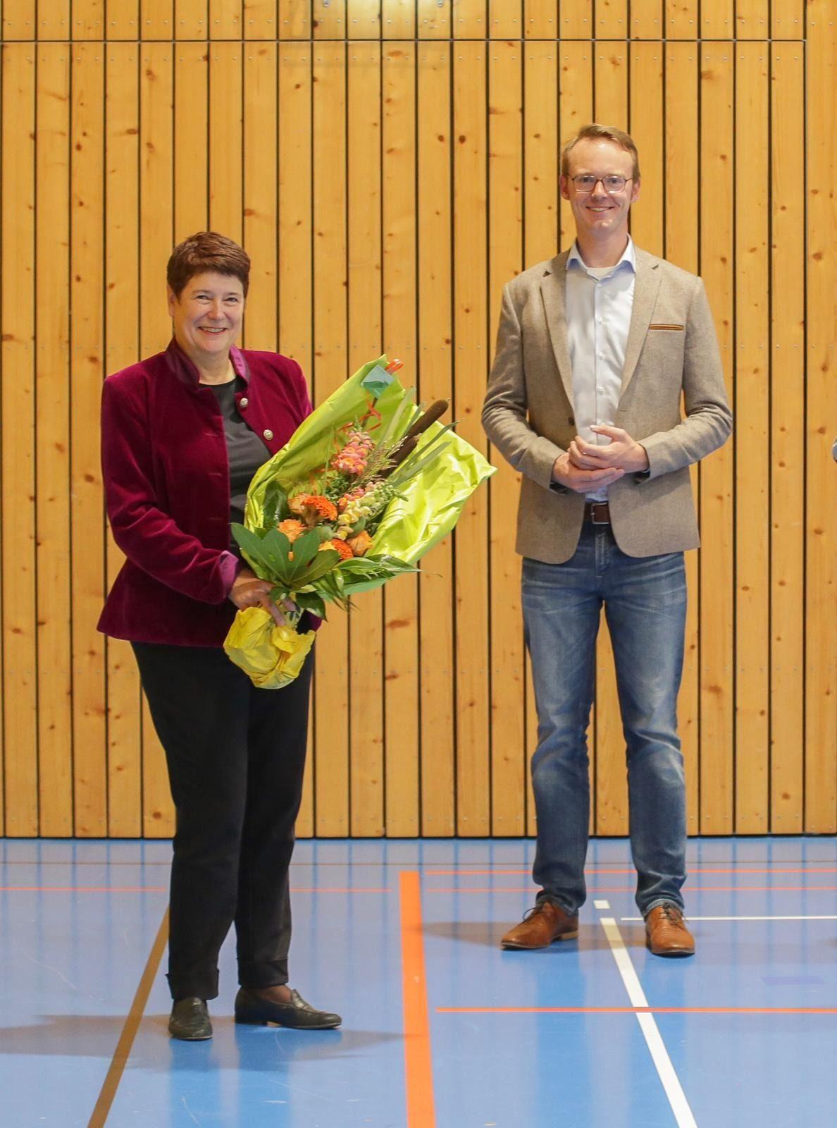 Julia Philippi und Bastian Schneider nach der erfolgreichen Wahl